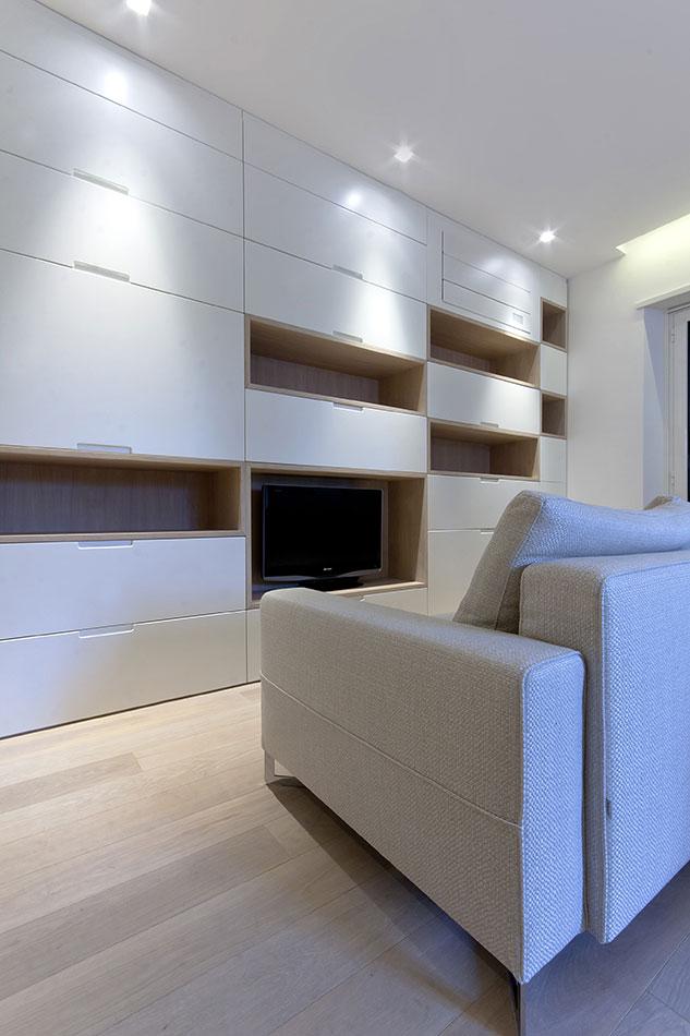 appartamento parete attrezzata