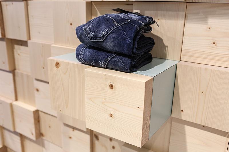 dettaglio cubo in legno